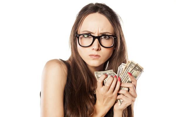 Jak zatrzymać się w przypadku kradzieży portfela? Porady krok po kroku